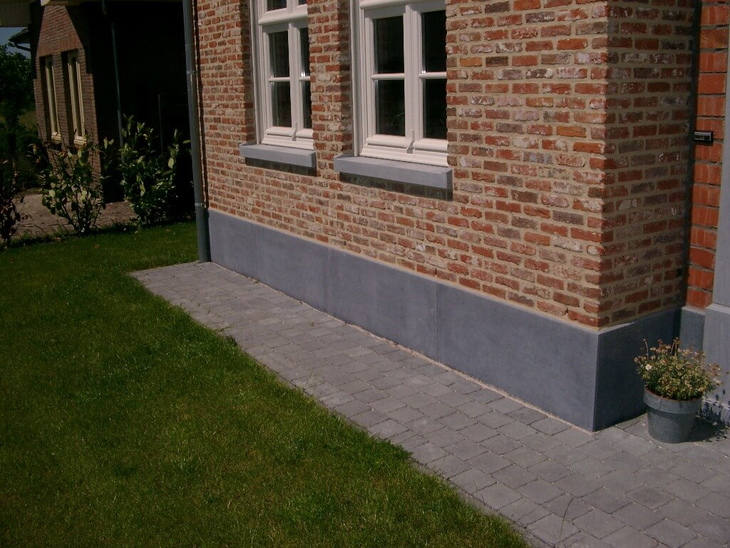 Gevelsteen en venstertabletten in Arduin - Belgische blauwe hardsteen